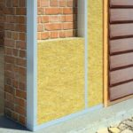 Каким материалом утеплить стены дома снаружи под сайдинг?