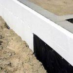 Как правильно утеплить фундамент дома снаружи пенопластом