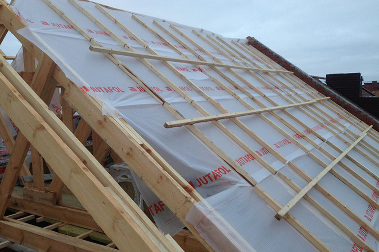Монтаж утеплителя на крыше