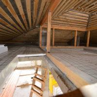 Нюансы и правила теплоизоляции второго этажа дома из бруса