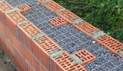Плюсы и минусы утепления дома керамзитом, технология монтажа