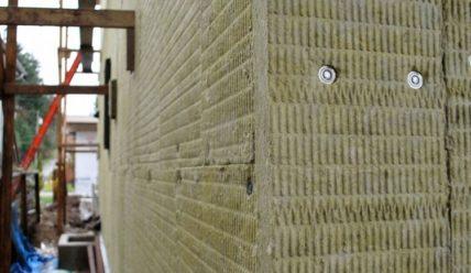 Технология утепление брусового дома минеральной ватой, достоинства и недостатки материала